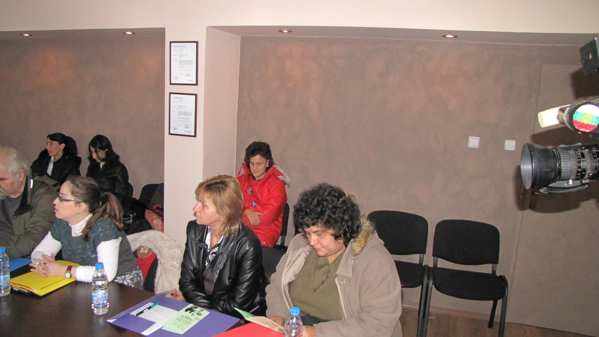 """Деца със зрителни увреждания и техните родители, участници в семинара, проведен на 29.10 по проект """"Заедно с мама можем повече"""""""