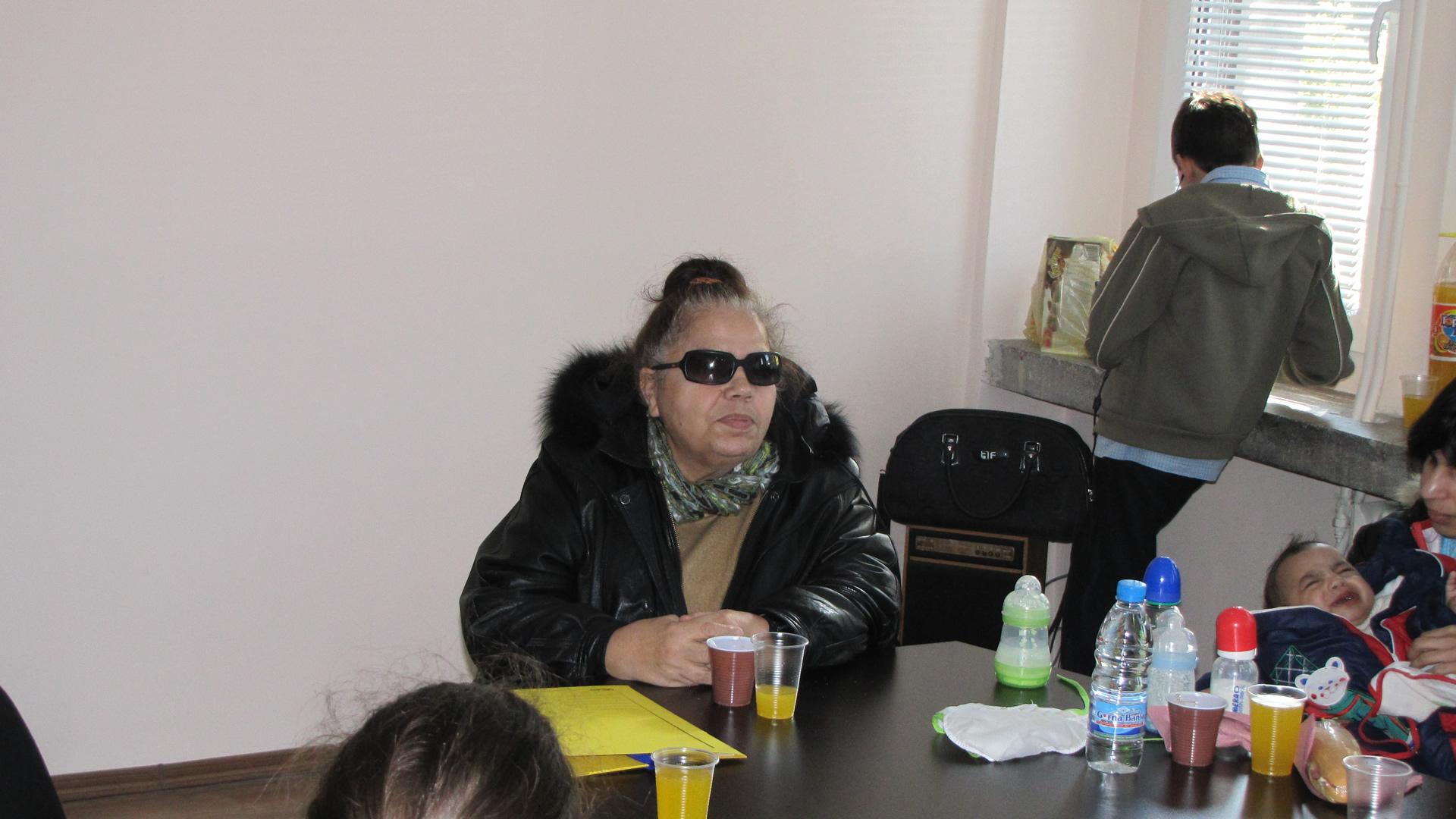 Журналист Таня Йовева, приветстваща участниците в семинара